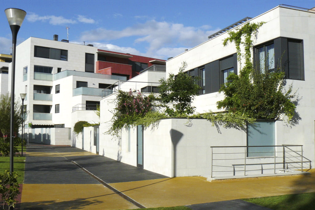 Vista pisos y viviendas unifamiliares en C/ Padre Querbes, 17, Huesca