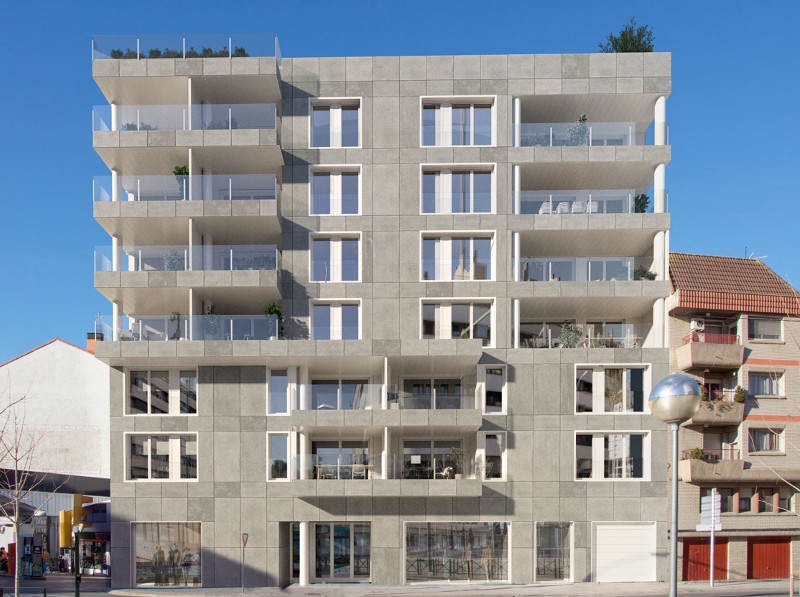 Edificio Internacional. Av. Doctor Artero 1. Huesca. Fachada principal vista Frontal