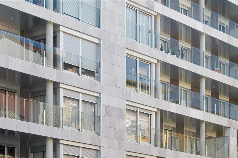 Edificio Tribuna III, Avenida Monreal, 1, Huesca. Año 2019. Terrazas.jpg