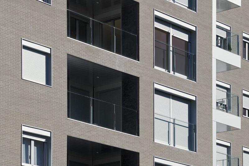 Edificio Tribuna III, Avenida Monreal,1, Huesca. Año 2019. Vista fachada trasera detalle terrazas.jpg