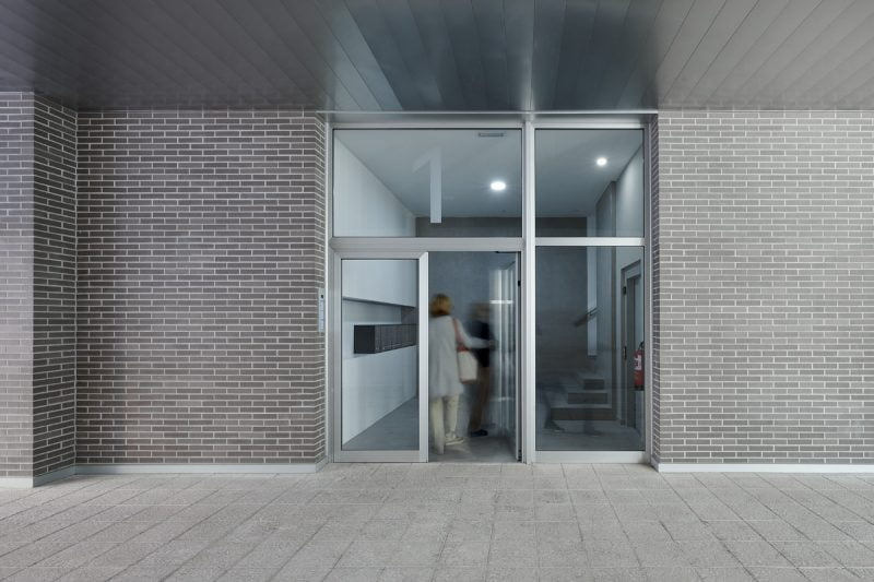 Edificio Tribuna III, Avenida Monreal, 1, Huesca. Año 2019. Entrada.jpg