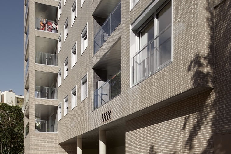 Edificio Tribuna III, Avenida Monreal, 1, Huesca. Año 2019. Fachada posterior detalle.jpg