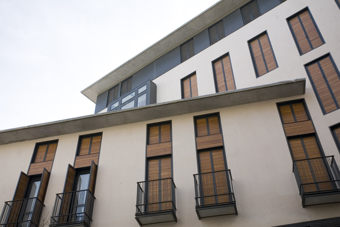 Edificio Arlanza en Jaca, Huesca. Detalle fachada