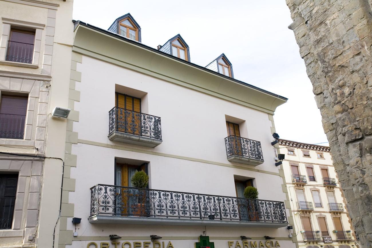 Balcones del edificio Arlanza en Jaca, Huesca