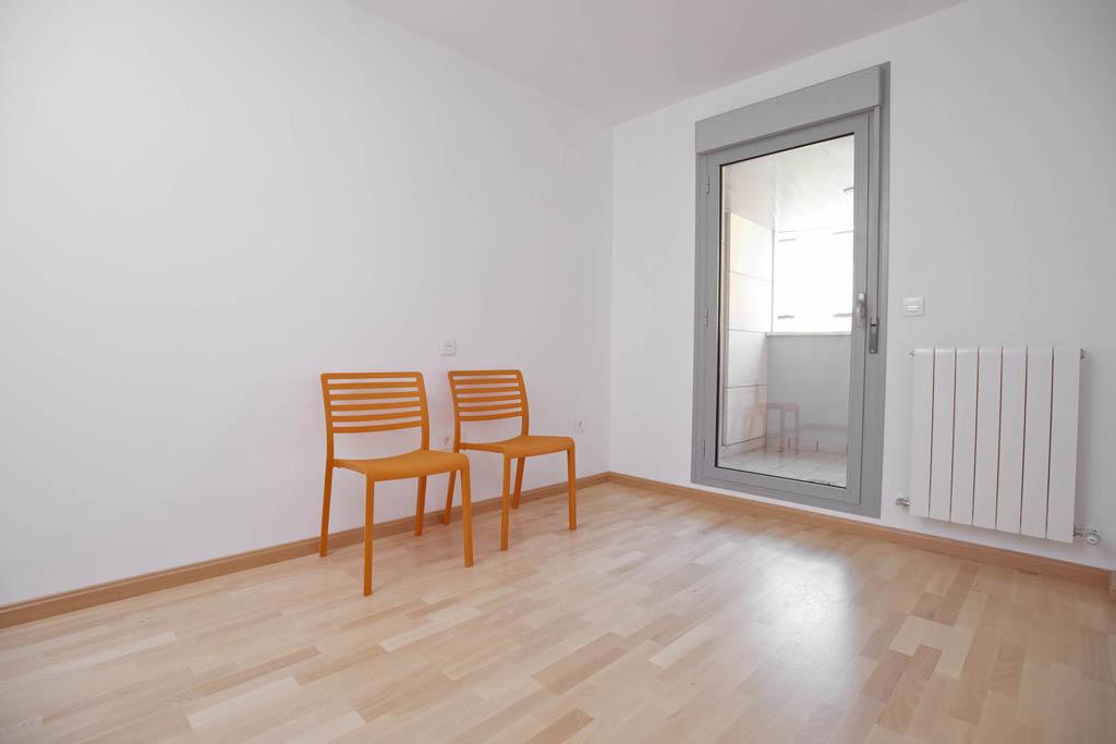 Dormitorio 2 con terraza del edificio Tribuna II, en Avenida Monreal, 7, Huesca.