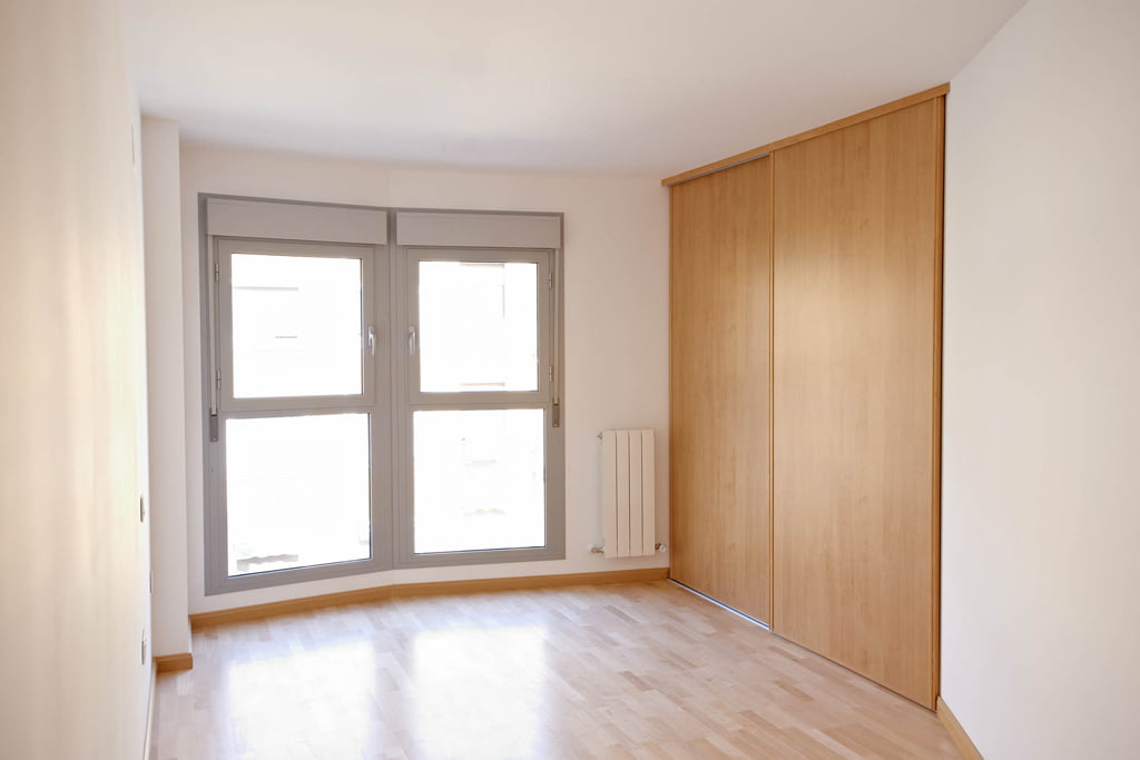 Dormitorio 1 edificio Tribuna II, en Avenida Monreal, 7, Huesca.
