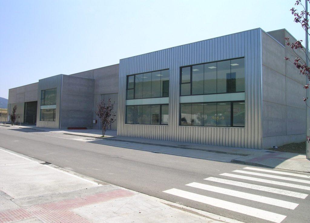 Oficinas de las naves industriales del Polígono Campancián en Jaca, Huesca.