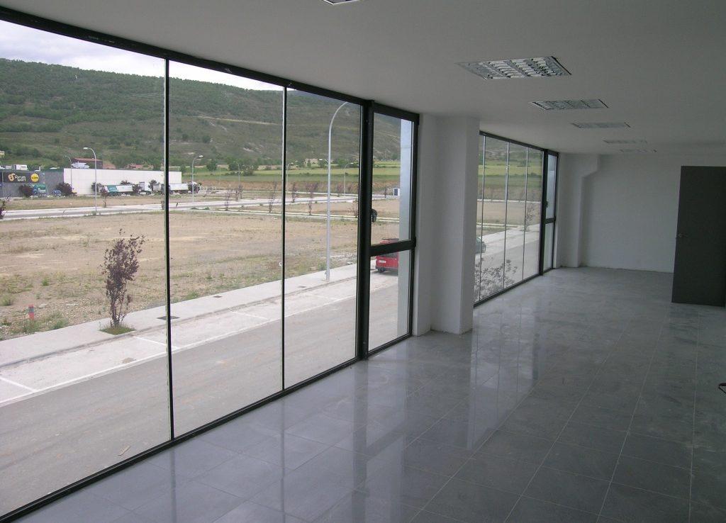 Naves industriales en Polígono Campancián, Jaca. Interior espacio oficinas.