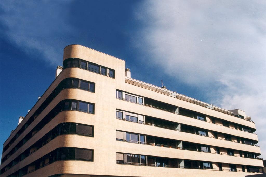 Edificio Las Miguelas, Huesca. Detalle curvaturas.