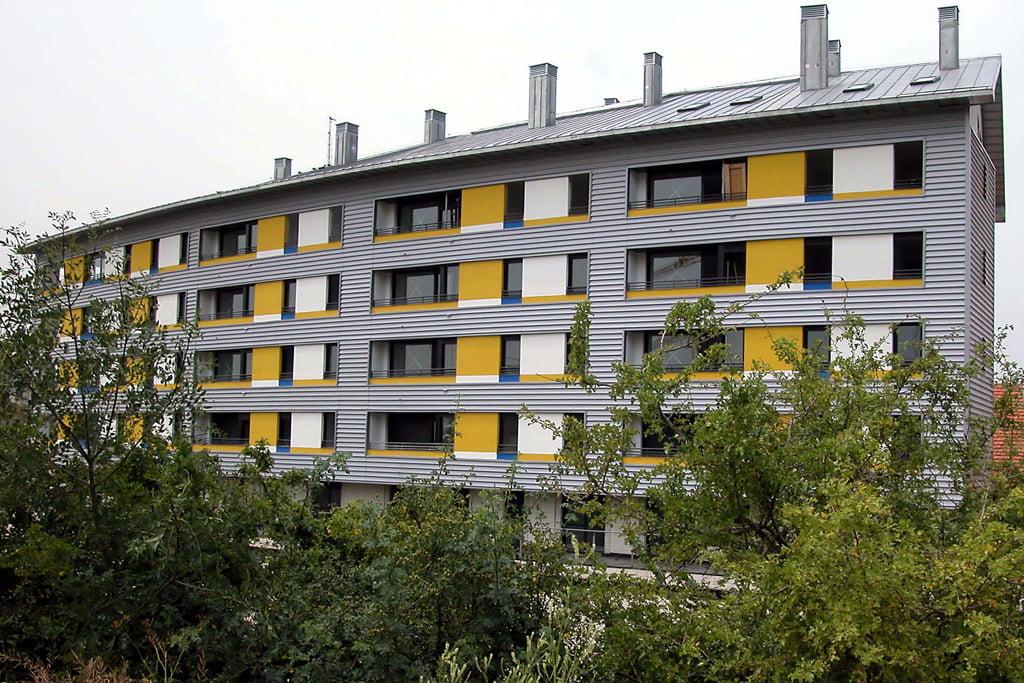 Edificio Ópalo en Jaca, Huesca. Fachada posterior.