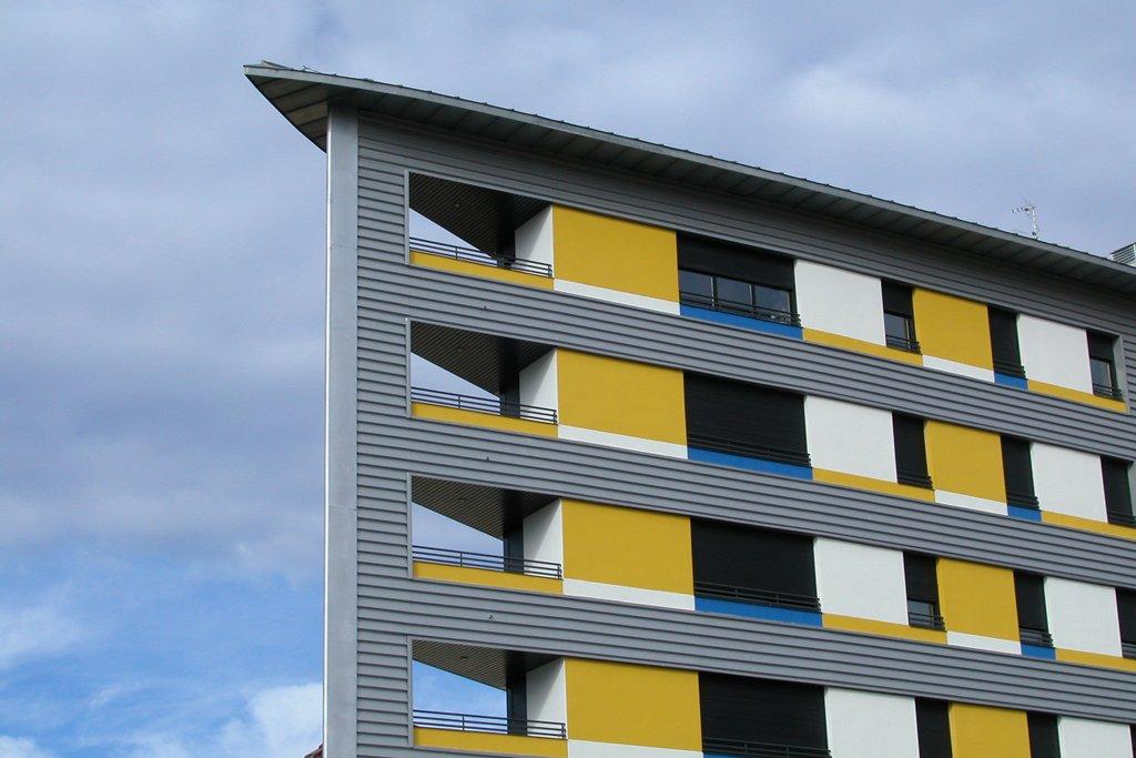Edificio Ópalo en Jaca, Huesca. Detalle terrazas a dos vientos.