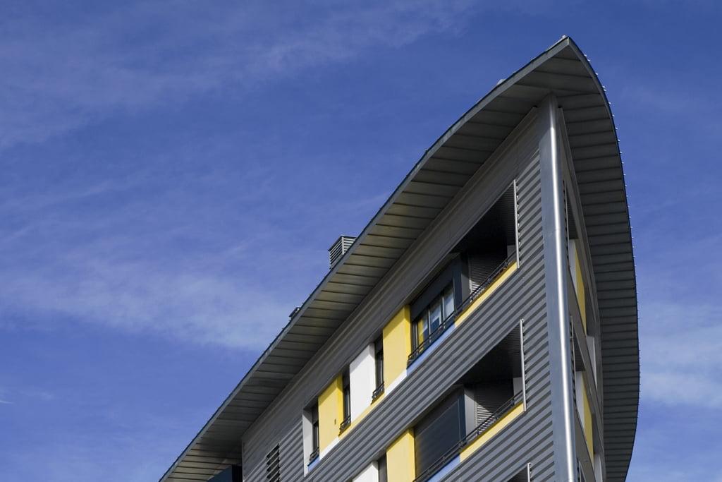 Edificio Ópalo en Jaca, Huesca. Detalle esquina fachada.