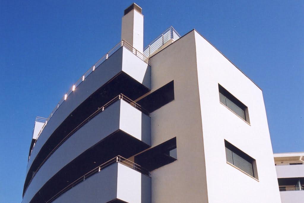 Detalle fachada curva edificio Tribuna I, Huesca.