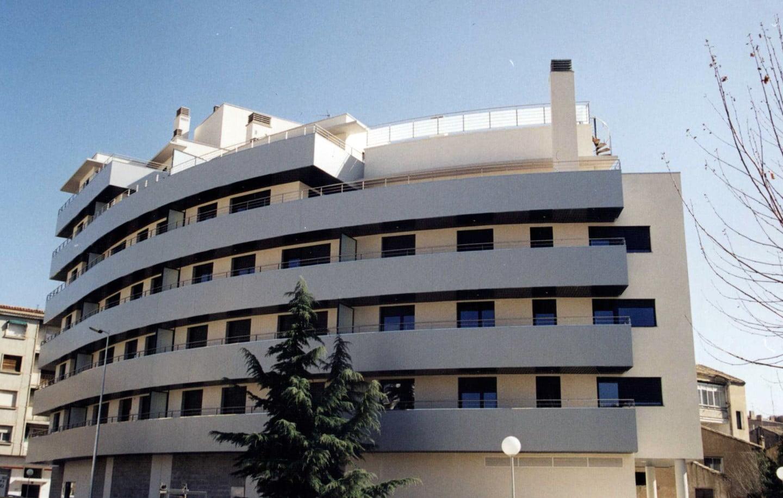 Fachada curva edificio Tribuna I en Huesca. Imagen 2.
