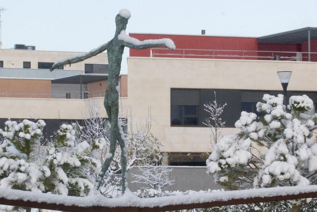 Escultura del estanque. Urbanización Padre Querbes, Huesca.